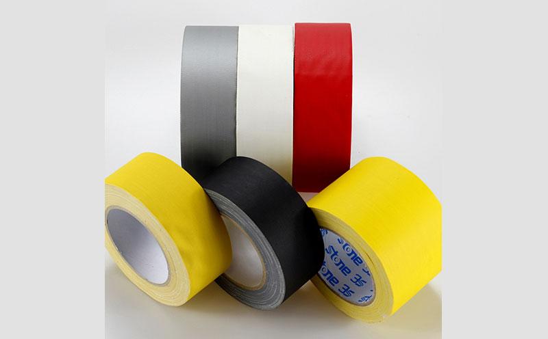 进口日本菊水舞台胶带,道具胶带,天然橡胶亚敏胶层,超强粘力和抗拉性,做反光胶带,摄影棚布基胶带,布景胶带