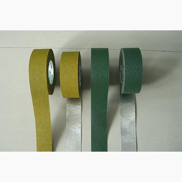日本菊水楼梯台阶用铝箔防滑胶带,有黑绿黄三色,铝箔基材涂覆防滑砂面,用于室内外台阶,公共场所地面,浴室地面防滑
