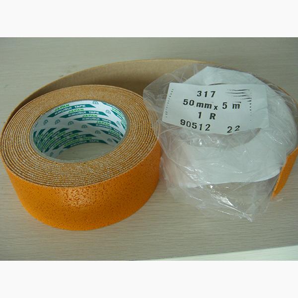 日本进口菊水公路安全标示反光标线胶带,表面涂覆玻璃珠反光效果,使用简便,各种形状和特殊图案标志均可定制,有白黄两色